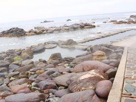 函館恵山「水無海浜温泉」は干潮時だけ入浴できる渚の露天風呂|北海道|LINEトラベルjp 旅行ガイド